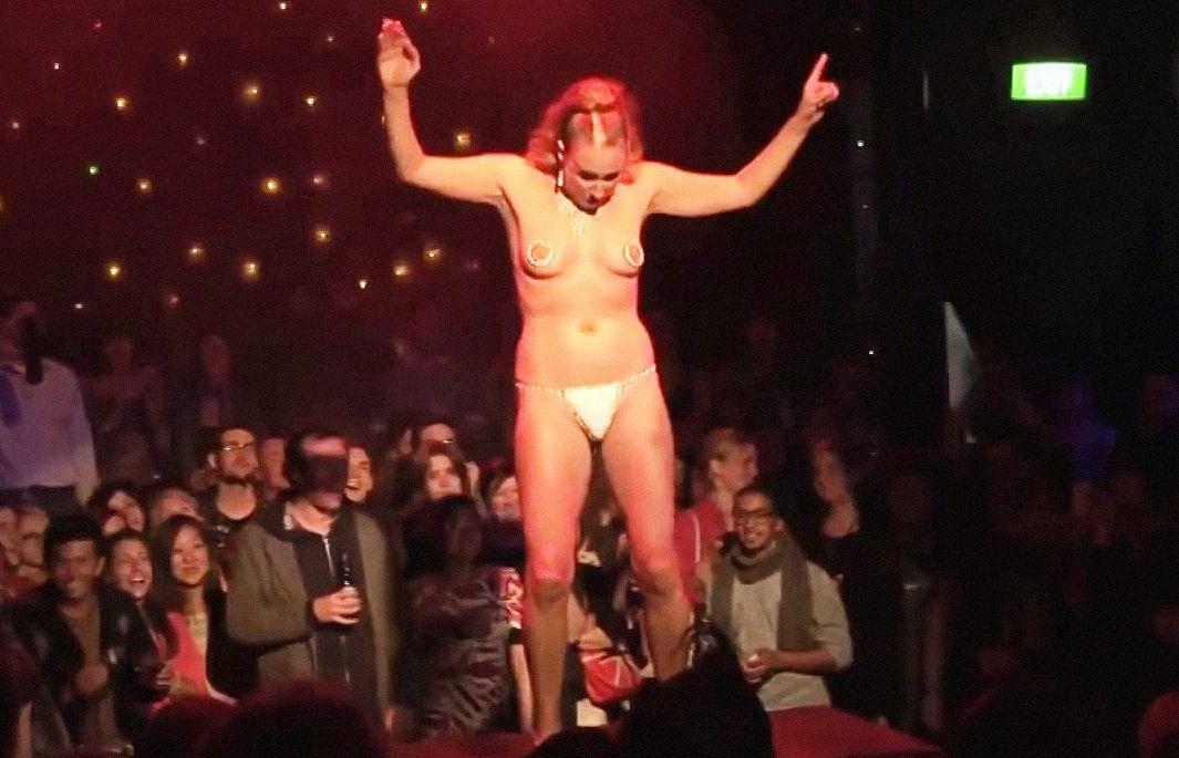 Ремонт квартире видео голая девка на публике