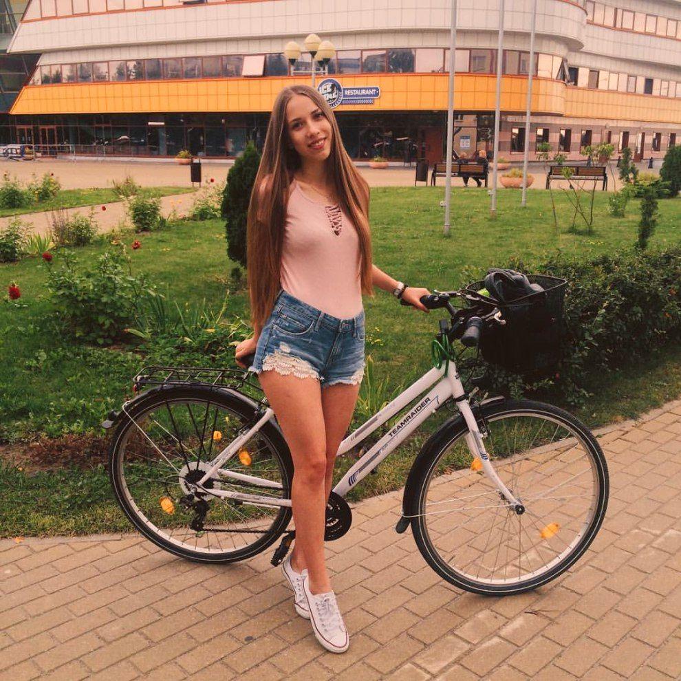 Раздетые велосипедисты