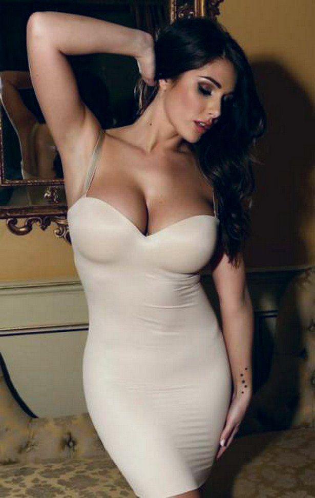 Девушка в облегающем платье эро фото